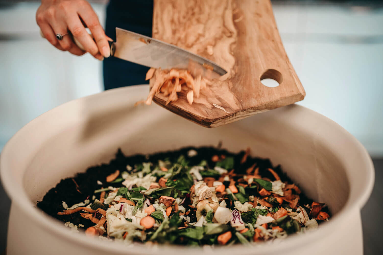 activaterre-lombricomposteur-accueil-en-compostant-legumes